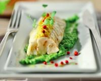 Branzino in crosta di mais su crema di piselli al wasabi