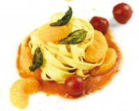Fettuccine su coulis di ciliegino al mandarino