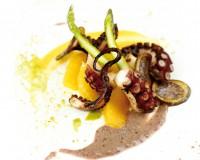 Moscardini con patate viola, arancia, crema di mais e spinaci